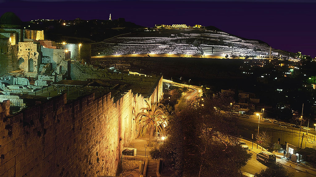 תאורת הצפה ומבנים LED לד ש.מ. יוניברס Jerusalem Walls And Mount Olives Lighting - S.M.Universe